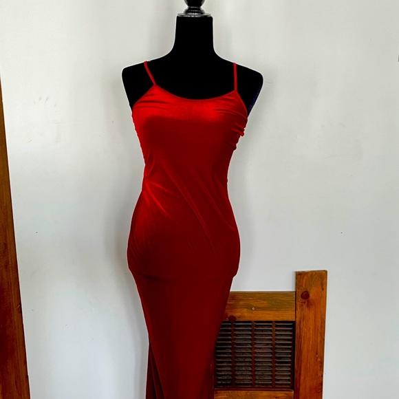 Robe en velours rouge